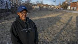 Urban farmers work to bring fresh food to southwest Illinois